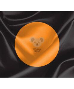 Juoda vėliava su oranžiniu apskritimu